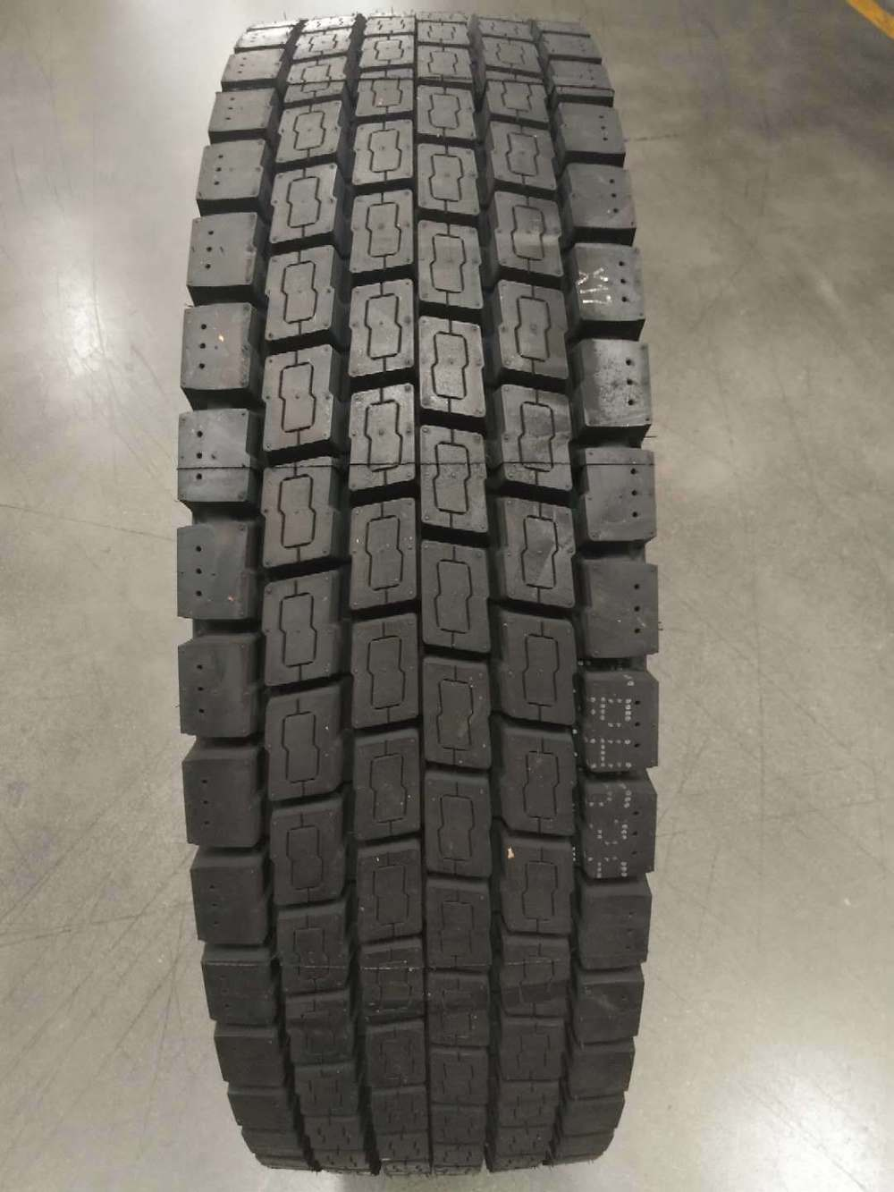 385/65r22.5 315/80r22.5 315/70r22.5 New Rubber Solid Radial Truck Tires Made in Korean in Thailand for Sale